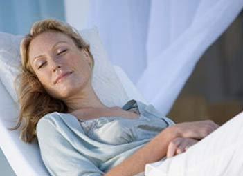双下巴形成的原因_8招轻松白领女性的缓解腰疼_一起过