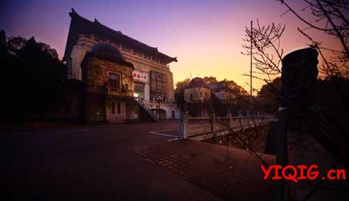 全国景色最美的10所大学---武大怀抱珞珈
