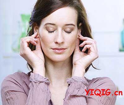 正确拉耳朵保健操的顺序