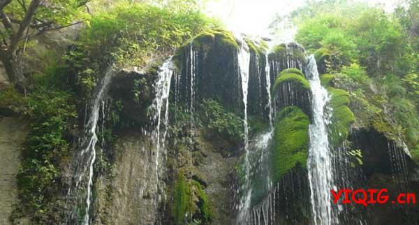 云台山瀑布,坐落于云台山风景区老潭沟的尽端.老潭沟长约2