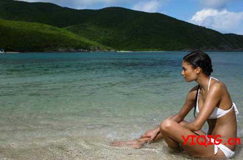 美女比美景还好看的海滩比基尼风情