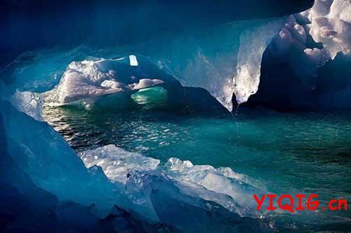 正渐渐消失的地球冰川美景