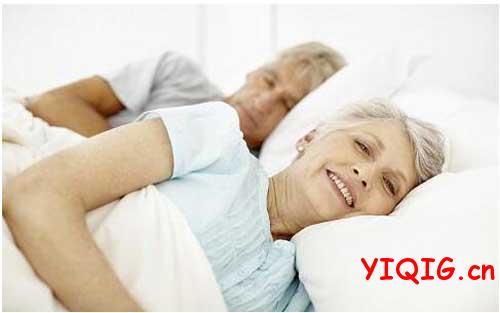 中国夫妻为何到了一定年龄就分床睡?