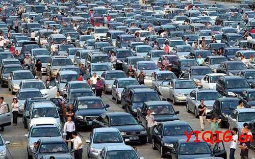 假期自驾游怎么应对高速堵车