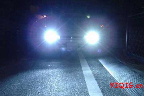 汽车灯语大全 汽车车灯的语言